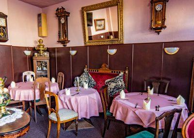 restaurant-samowar-tische